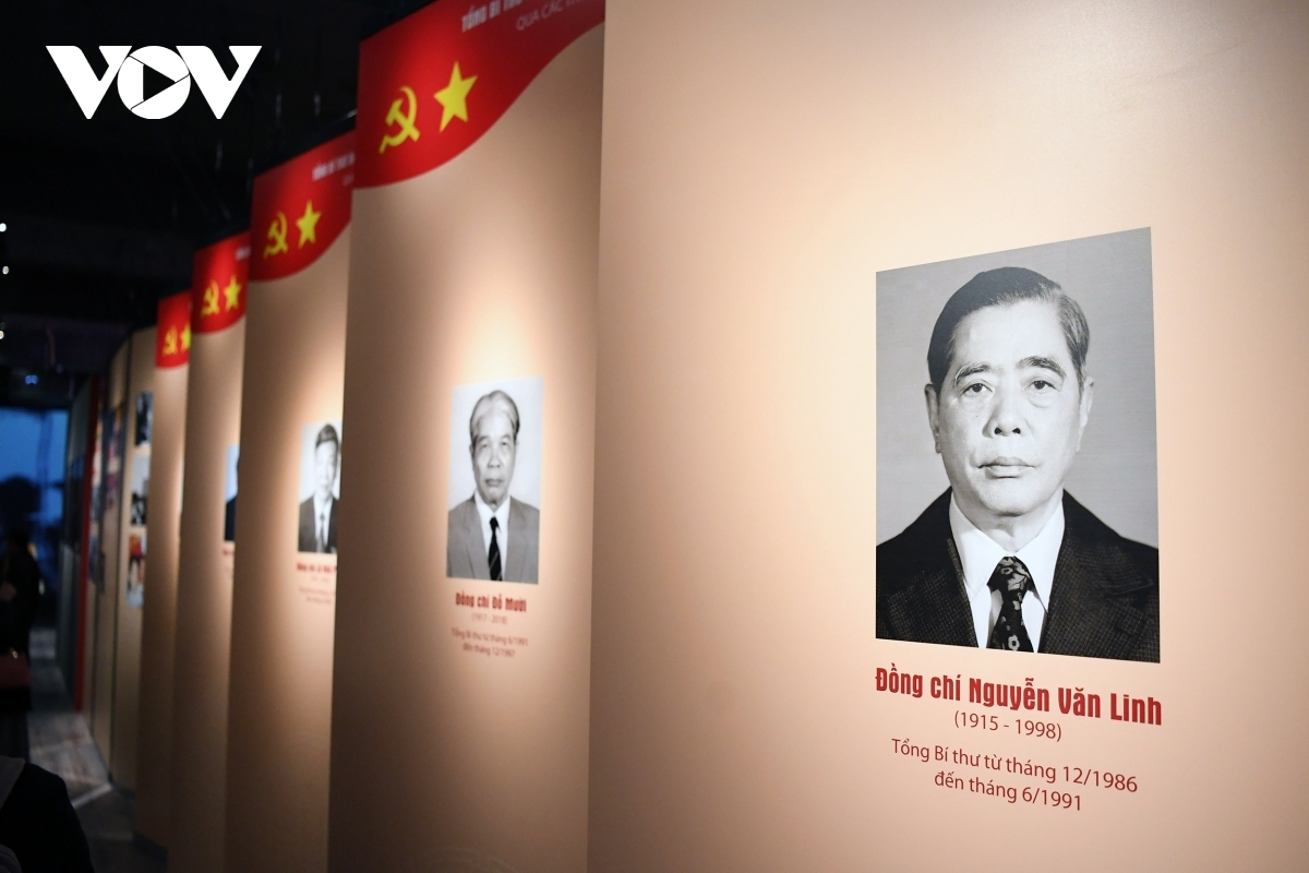 Guests can view portraits of different Party General Secretaries through different eras.