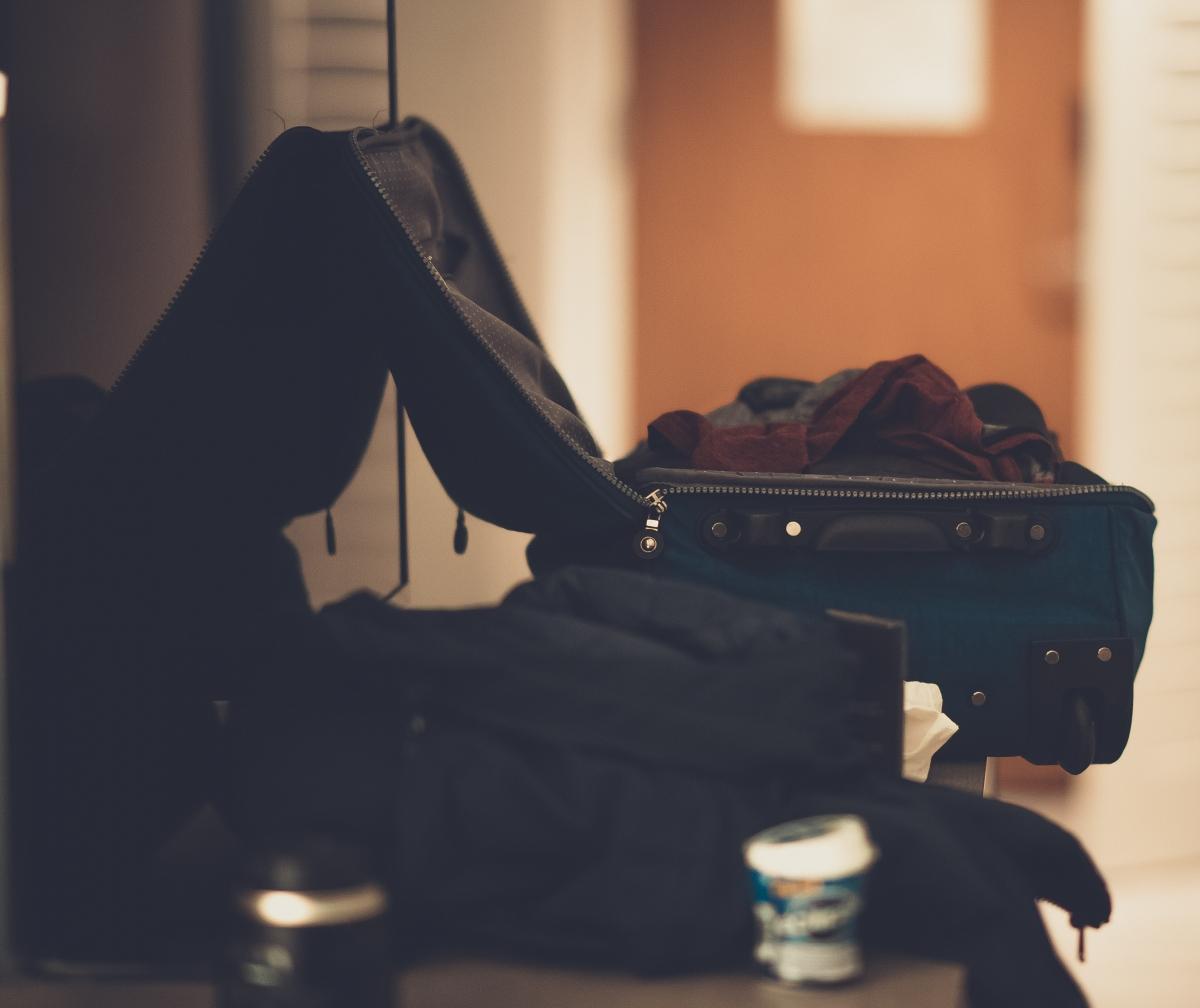 Không nên đóng gói quá nhiều hành lý. Nguồn: Pexels