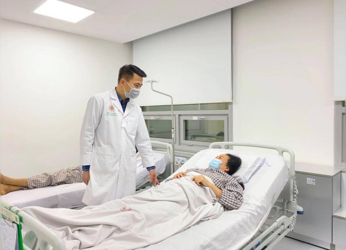 Dự kiến sau 3 – 6 tháng, bệnh nhân sẽ tiếp tục được phẫu thuật loại bỏ khối u ở vùng thắt lưng và mông. (Ảnh: BVCC)