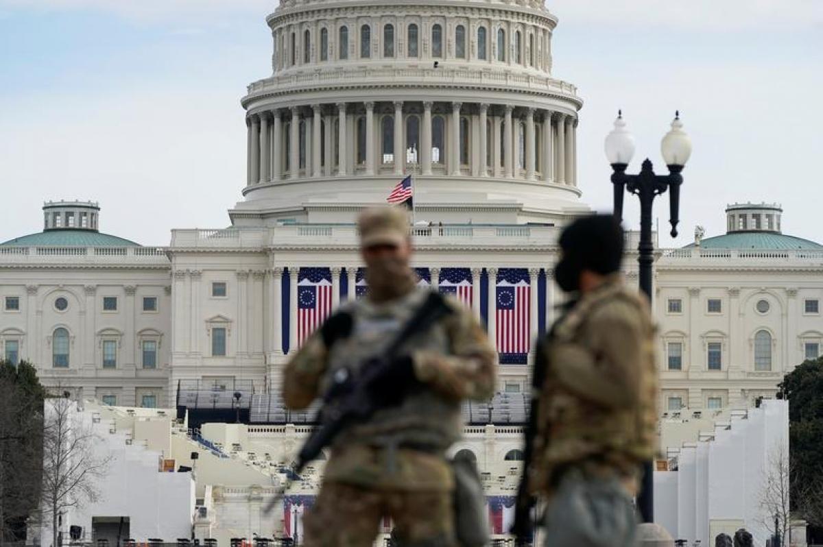 Tòa nhà Quốc hội Mỹ bị phong tỏa khi đang diễn ra diễn tập cho lễ nhậm chức tổng thống. Ảnh: Reuters