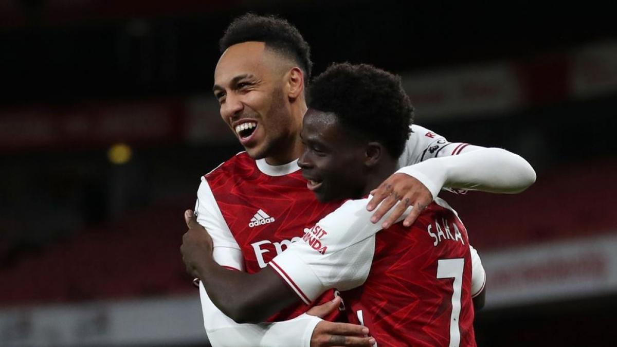 Aubameyang ghi cú đúp giúp Arsenal nối dài mạch bất bại lên con số 6. (Ảnh: Getty).