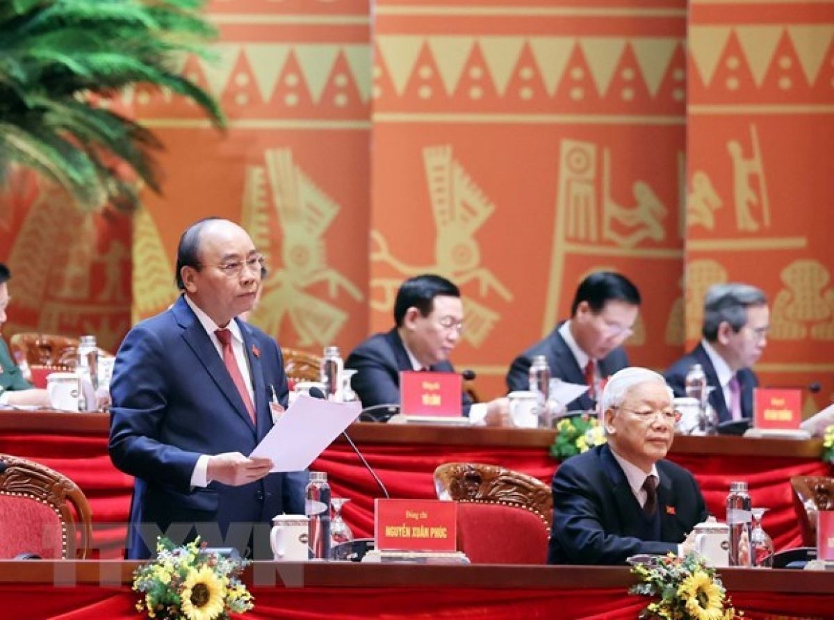 Prime Minister Nguyen Xuan Phuc chairs the discussion (Photo: VNA)