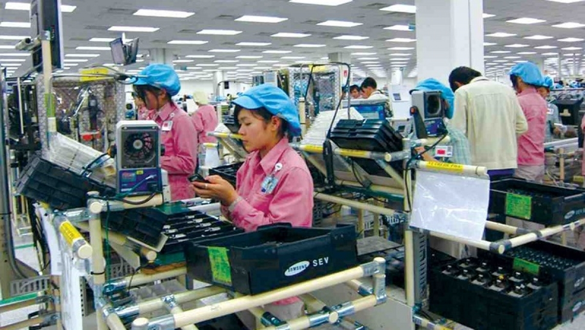 Import turnover of mobile phones and components hit US$1.3 billion, a rise of approximately US$700 million, equivalent to 112%.
