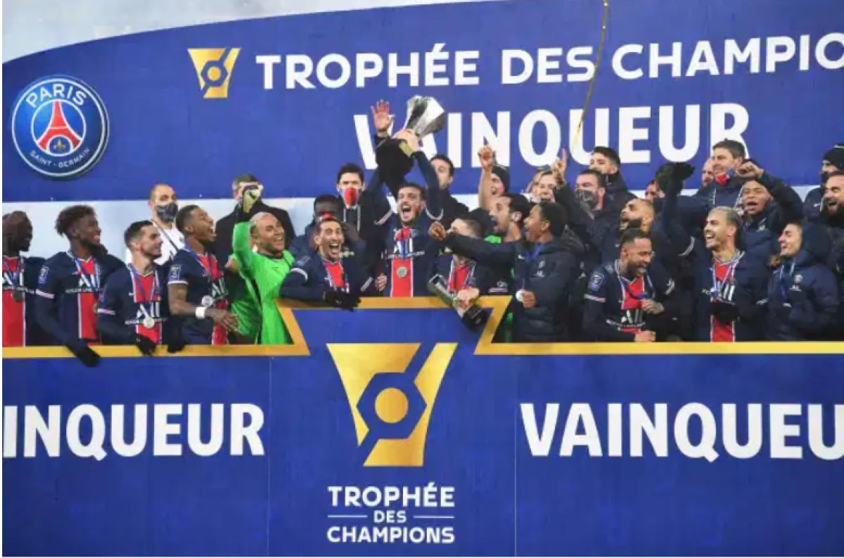 PSG ăn mừng danh hiệu Siêu Cúp Pháp 2020. (Ảnh: AFP).