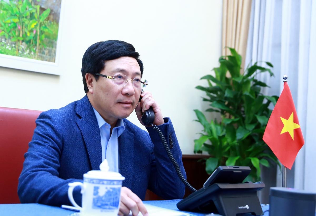 Phó Thủ tướng, Bộ trưởng Ngoại giao Phạm Bình Minh điện đàm với Ngoại trưởng Hoa Kỳ Mike Pompeo.