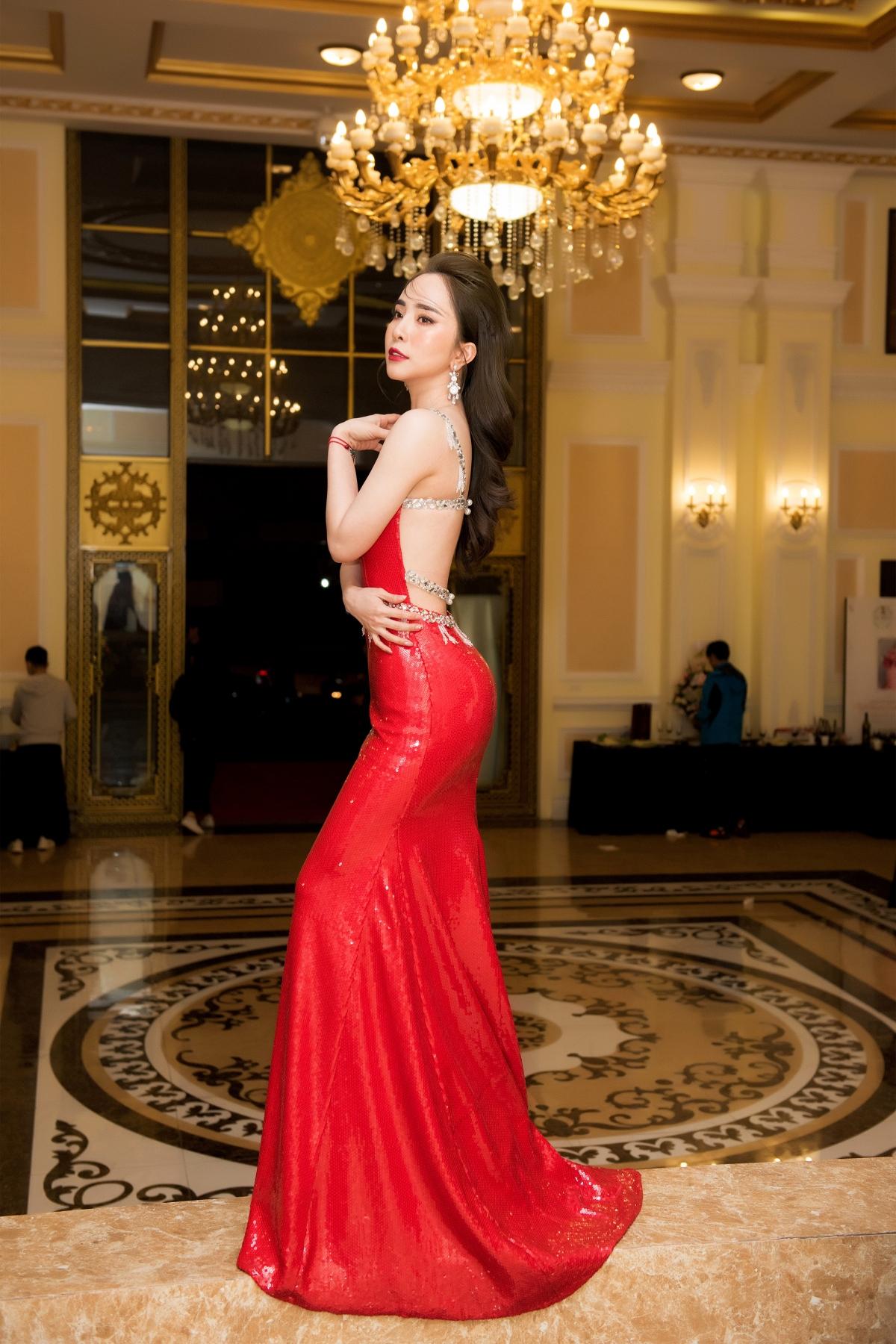 Quỳnh Nga chia sẻ, mặc dù không đi diễn nhưng cô vẫn luôn tập luyện vũ đạo, tập thể hình, múa cổ trang, yoga... để có thể trình diễn tốt nhất mỗi lần lên sân khấu.
