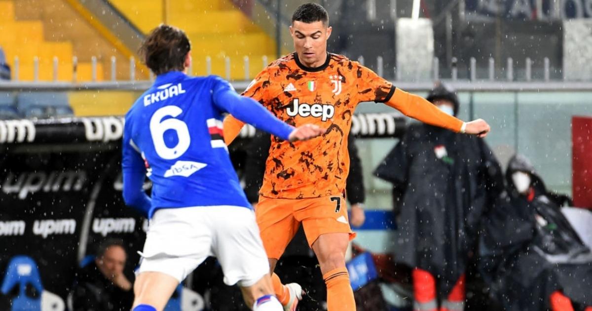 Ronaldo để lại dấu giày trong cả 2 bàn thắng của Juventus trước Sampdoria. (Ảnh: Getty).