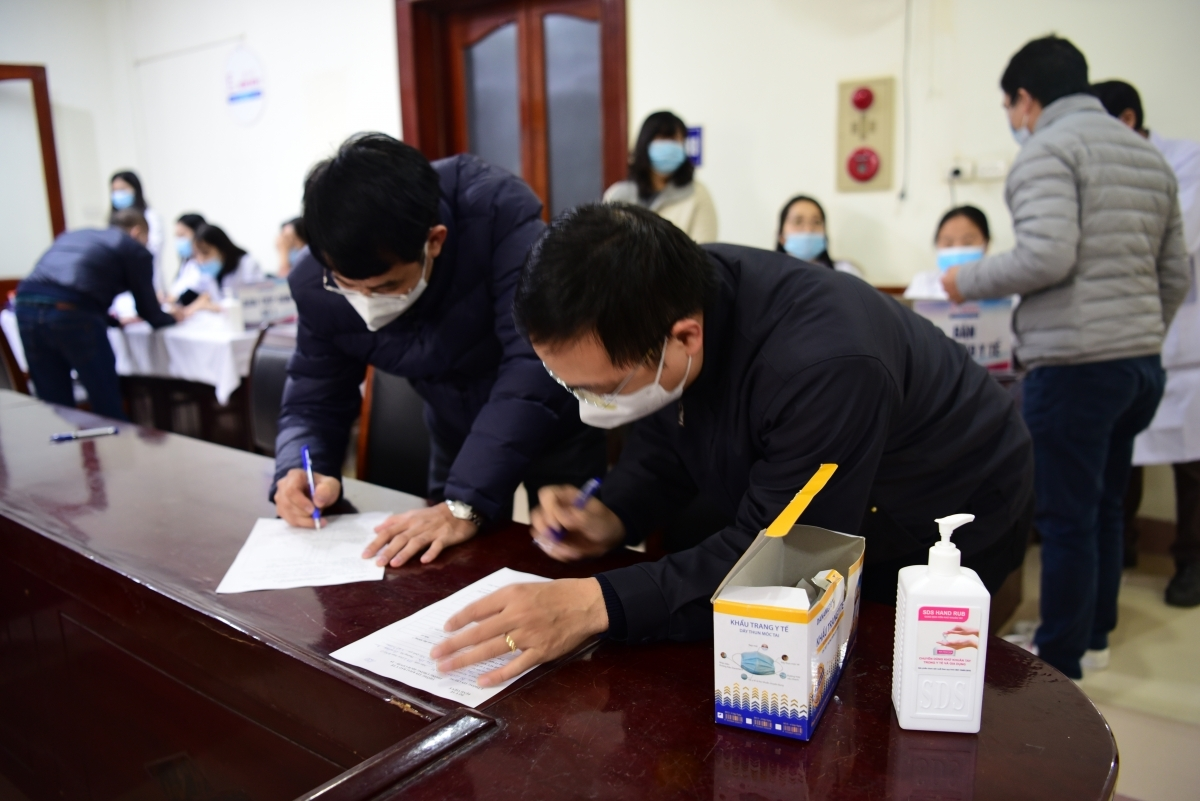 Reporters complete a medical declaration form over a 14-day period.