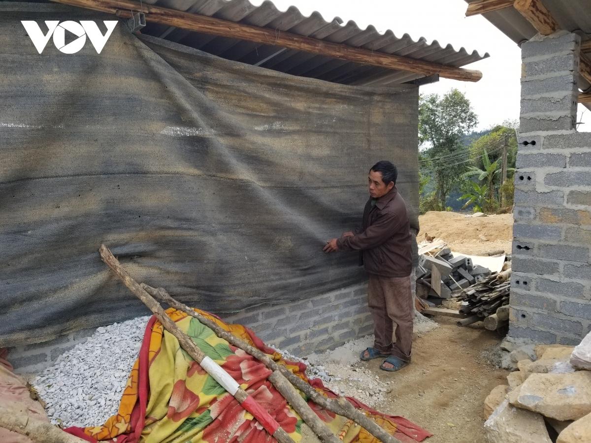 Người dân vùng núi cao ở Nghệ An vật lộn với giá rét.