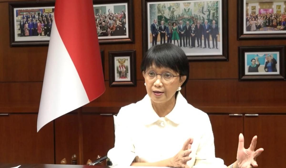 Ngoại trưởng Indonesia, Retno Marsudi tại buổi họp báo trực tuyến. (Ảnh chụp màn hình)