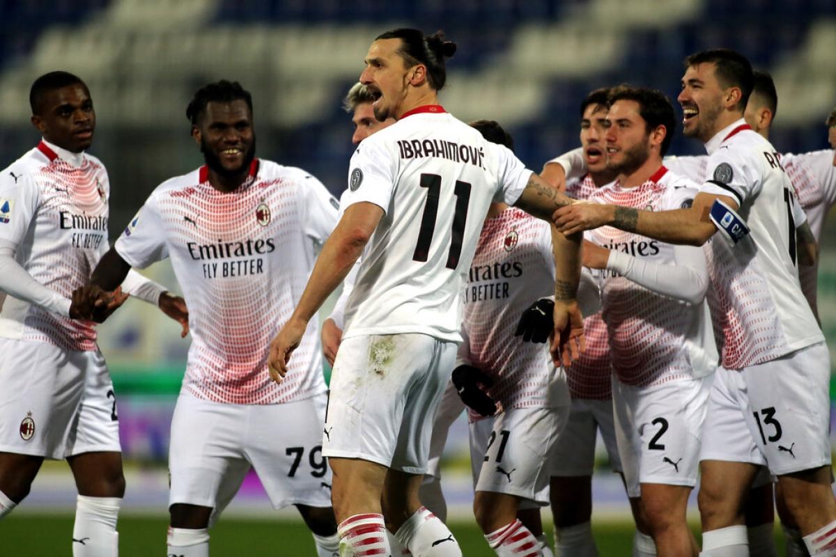 Ibrahimovic tiếp tục là đầu tàu giúp AC Milan tiếp tục giữ vững ngôi đầu Serie A. (Ảnh: Getty).