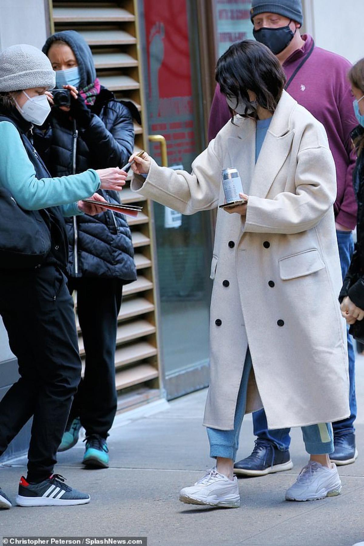 """Selena Gomez đã được mời đóng vai chính trong bộ phim """"Only Murders in the Building"""" cùng với Steve Martin và Martin Short. Đây là một bộ phim hài dài tập được sản xuất bởi Hulu."""
