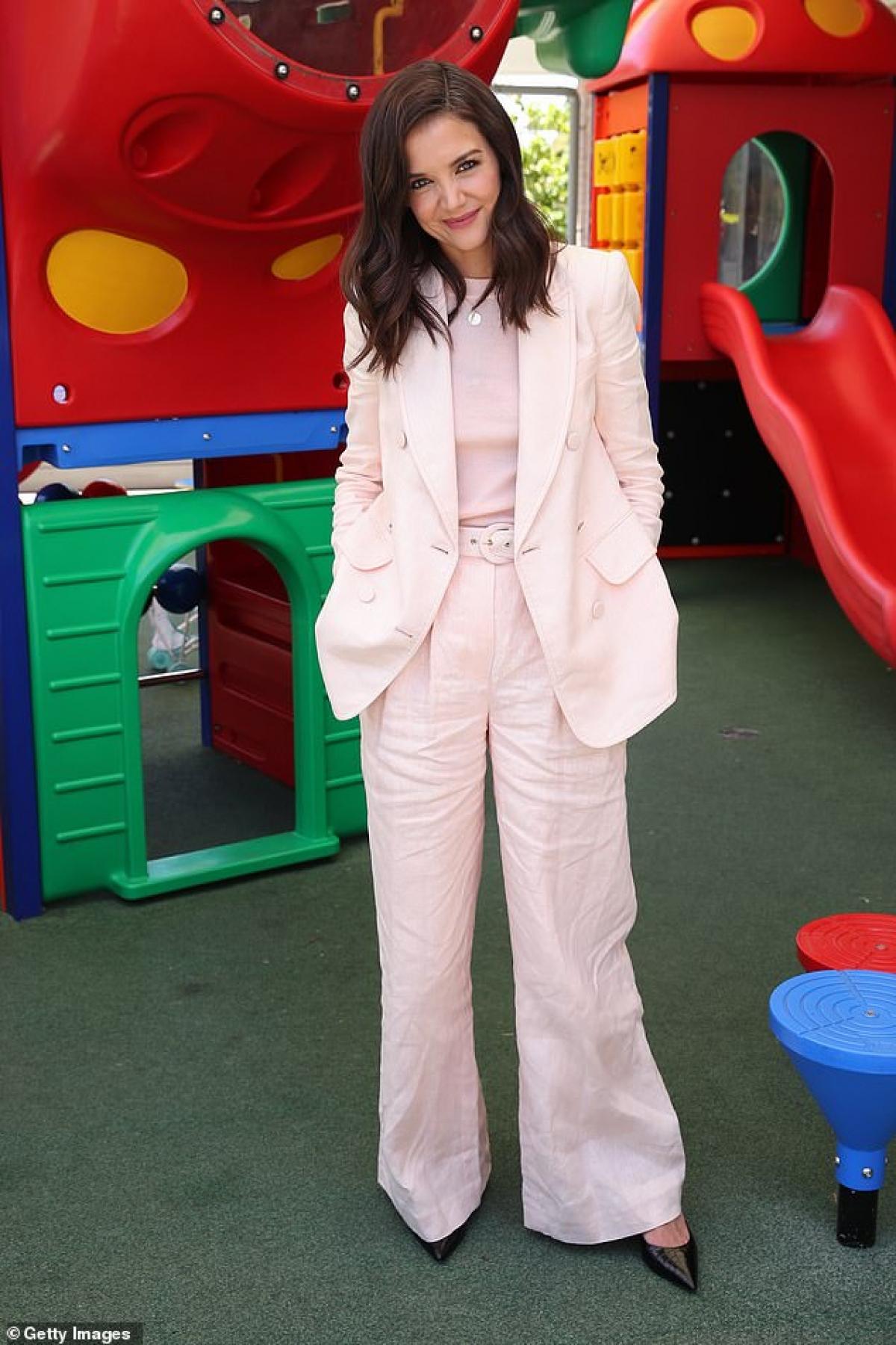 Katie Holmes cho biết, cô thấy hạnh phúc và hài lòng với cuộc sống hiện tại của mình./.