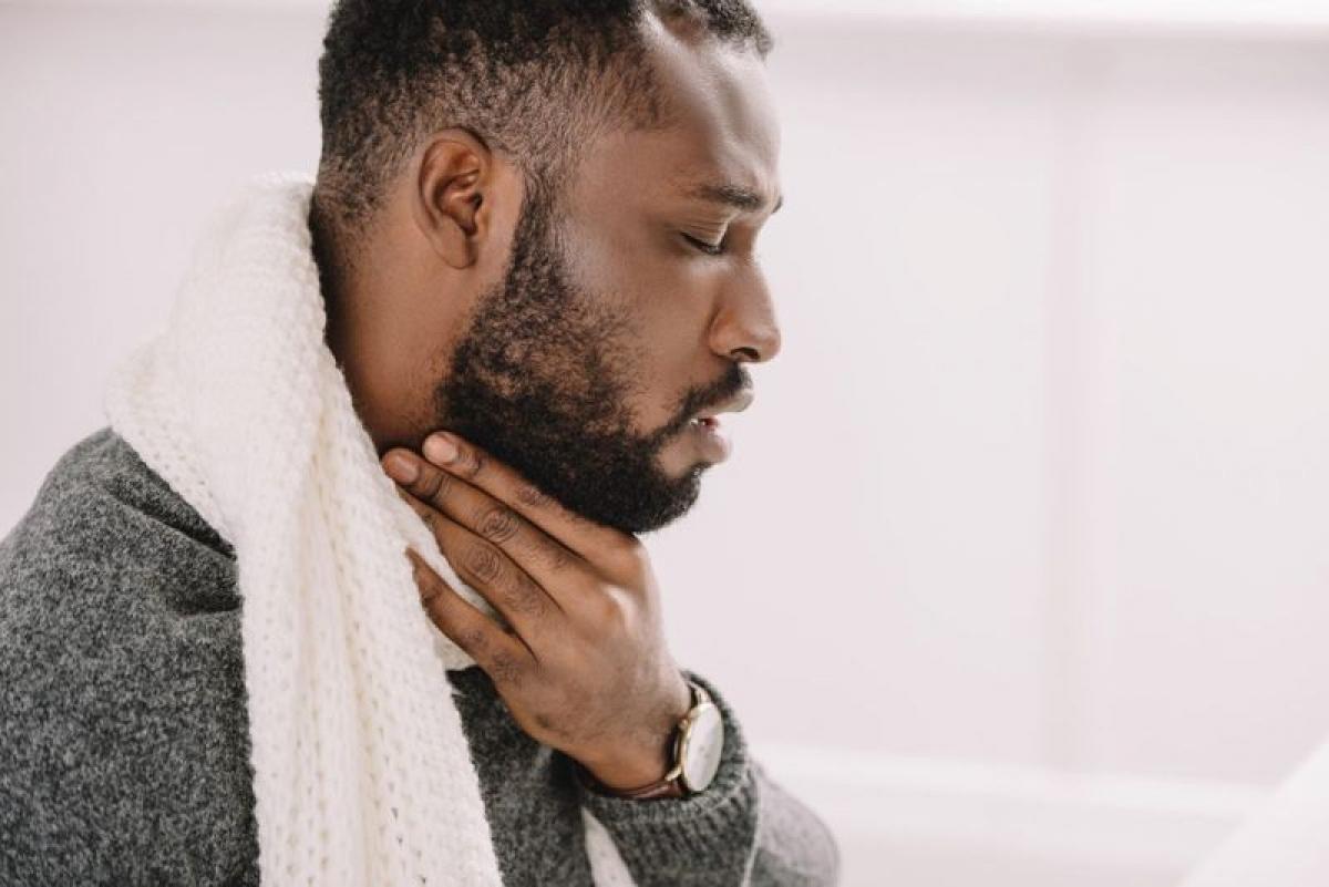 Tác dụng của nước muối: Súc miệng nước muối không thể chữa khỏi cơn đau họng hay loại bỏ hoàn toàn vi khuẩn, nhưng có thể giúp giảm đau trong khi cơ thể chống lại các nhân tố gây các triệu chứng trên. Chuyên gia tai mũi họng khuyến cáo nên súc miệng với nước muối ít nhất ba lần mỗi ngày.