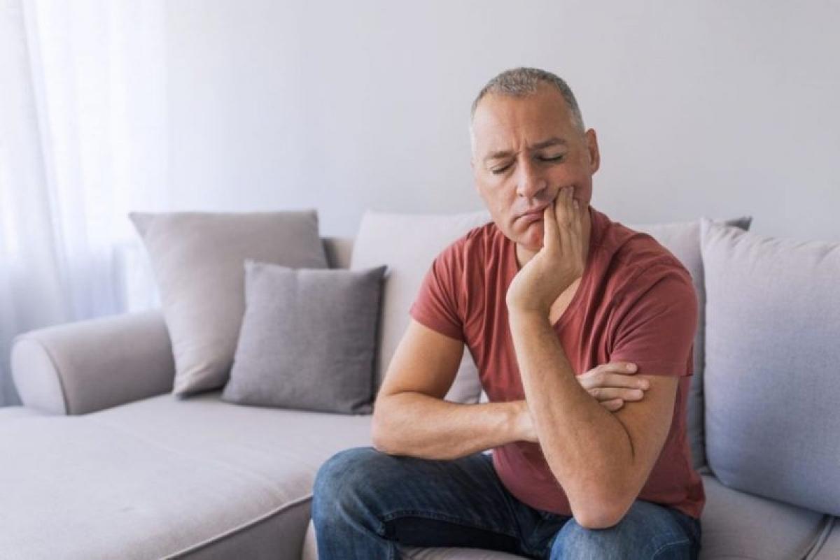 Điều trị đau miệng: Không chỉ giúp giảm cảm giác đau họng, nước muối còn rất có hiệu quả trong việc giảm đau miệng do nhiều nguyên nhân gây ra. Nước muối giúp giảm đau do nhiệt miệng, lở miệng, viêm lợi, đồng thời đẩy nhanh quá trình hồi phục các vết thương hở này.