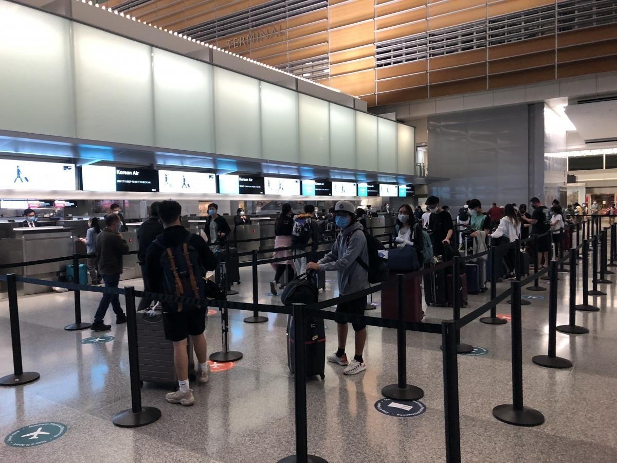 Giám đốc các cảng hàng không chi nhánh theo dõi, rà soát truy vết các trường hợp liên quan đến các bệnh nhân đã được xác định dương tính để tránh lây nhiễm chéo giữa các sân bay.