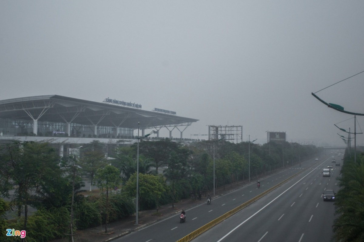 Thick fog cover Noi Bai Airport in Hanoi on January 21. (Photo: Zingnews.vn)