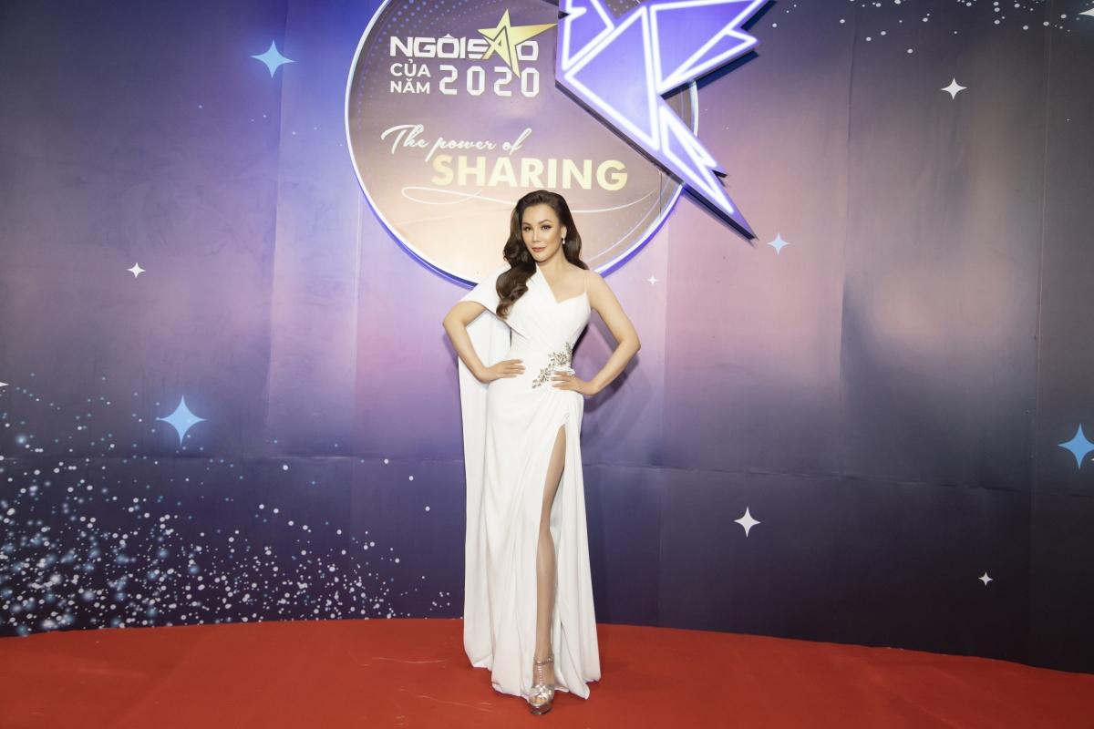 Ca sĩ Hồ Quỳnh Hương là tâm điểm chú ý khi xuất hiện tại sự kiện.