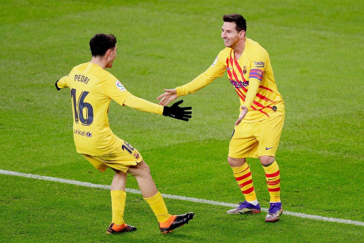 Messi cùng tài năng trẻ Pedri đã có trận đấu xuất sắc. (Ảnh: Getty).