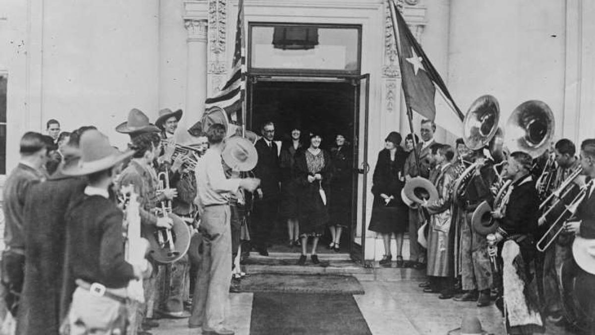 Herbert Hoover (1874-1964): Trước khi trở thành tổng thống thứ 31 của Mỹ, ông Herbert Hoover đã sống ở Trung Quốc cùng vợ. Bởi vì ông Hoover muốn có những cuộc trao đổi riêng tư với vợ nên ông đã nói bằng tiếng Trung Quốc để không ai có thể nghe lén.