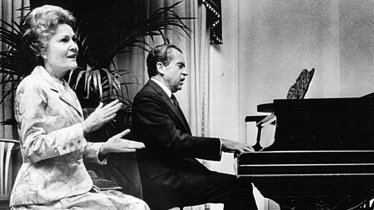 Richard Nixon (1913-1994): Trong khi Richard Nixon thường được nhắc đến với vụ lùm xùm Watergate thì hầu hết mọi người không biết về tài năng âm nhạc của ông. Tổng thống Nixon có thể chơi 5 loại nhạc cụ mà không cần đọc khuông nhạc.