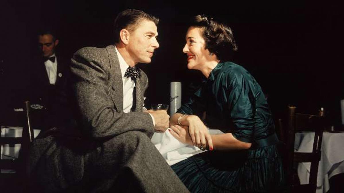 """Ronald Reagan (1911-2004): Ông Reagan và phu nhân say mê với chiêm tinh học đến nỗi mà Tổng thống thuê một nhà chiêm tinh học để tham vấn cho ông tên là Joan Quigley. Khi việc ông Reagan tham vấn ông Quigley được truyền ra ngoài, các bài báo đã giật tít với các tiêu đề như """"Nhà chiêm tinh học điều hành Nhà Trắng"""". Đệ nhất phu nhân Nancy Reagan sau đó đã xác nhận rằng chiêm tinh học chỉ là một nhân tố trong việc quyết định lịch trình của ông Reagan chứ không phải các quyết định chính trị."""
