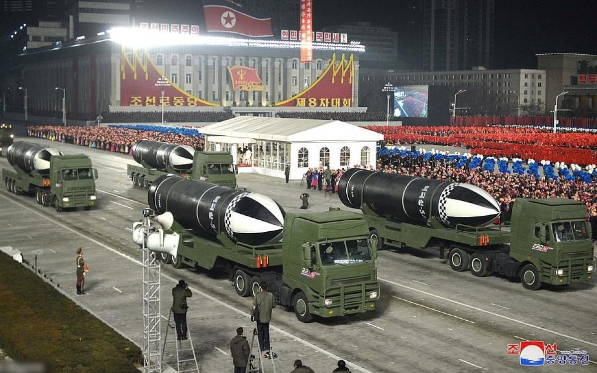 Tên lửa đạn đạo phóng từ tàu ngầm,Pukguksong-5, được Triều Tiên công bố vào tối 14/1/2021. Ảnh: KCNA.
