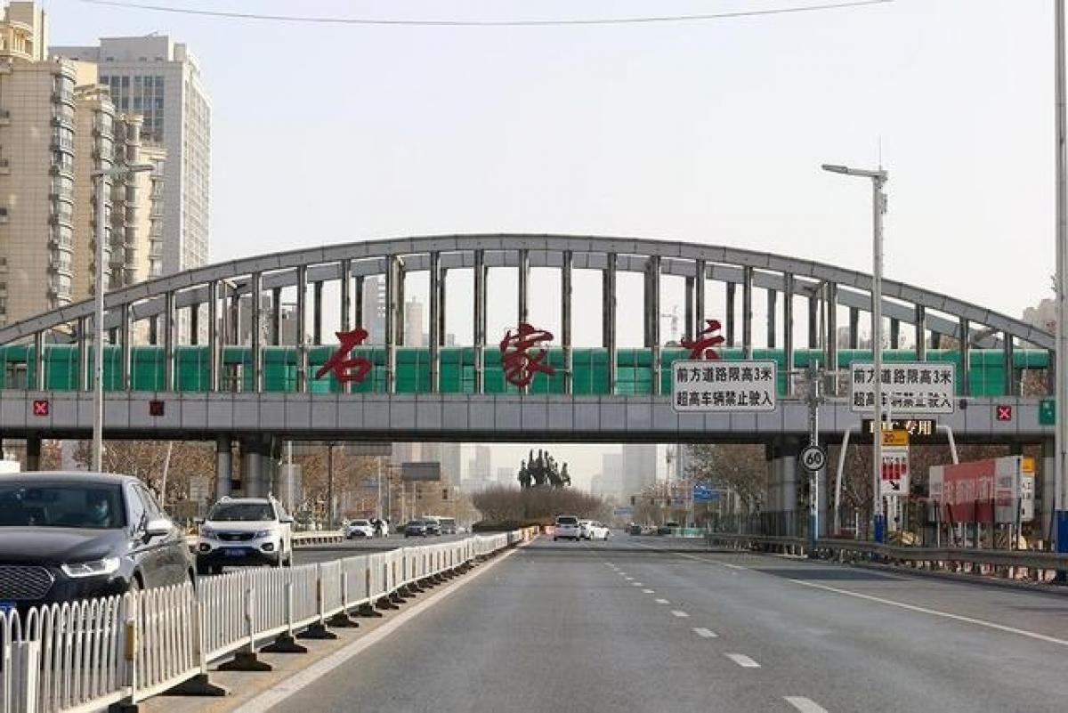 Đường phố ở Thạch Gia Trang vắng lặng trong ngày 6/1. Ảnh: Mạng Jiemian.