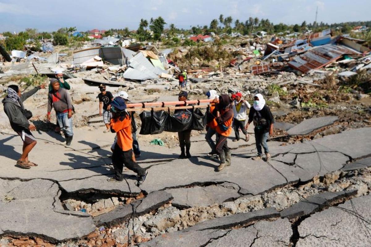 Động đất mạnh 6,2 độ Richter ở Tây Sulawesi gây nhiều thương vong (Ảnh : Kompas.com).