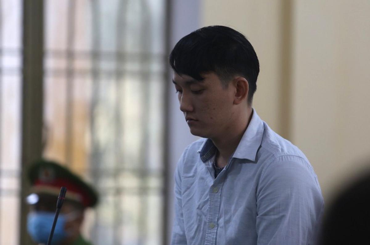Trong sáu năm làm việc, Tuấn lấy trộm 455 lượng vàng.