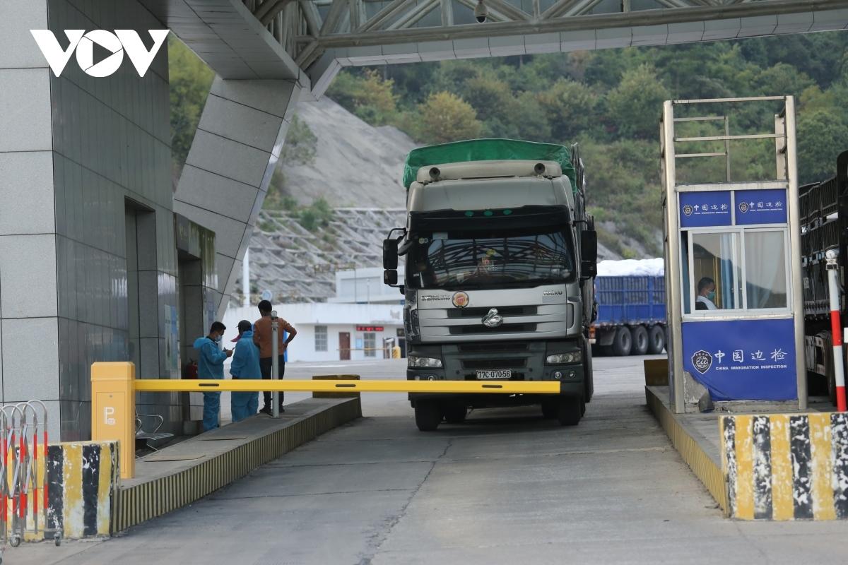 Từ 1/1/2021, hàng tạm nhập tái xuất chỉ thực hiện qua cửa khẩu quốc tế, cửa khẩu chính.