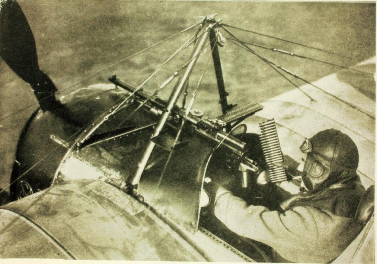 Súng máy trên tiêm kích cơMorane-Saulnier N. Ảnh:Plane Encyclopedia.