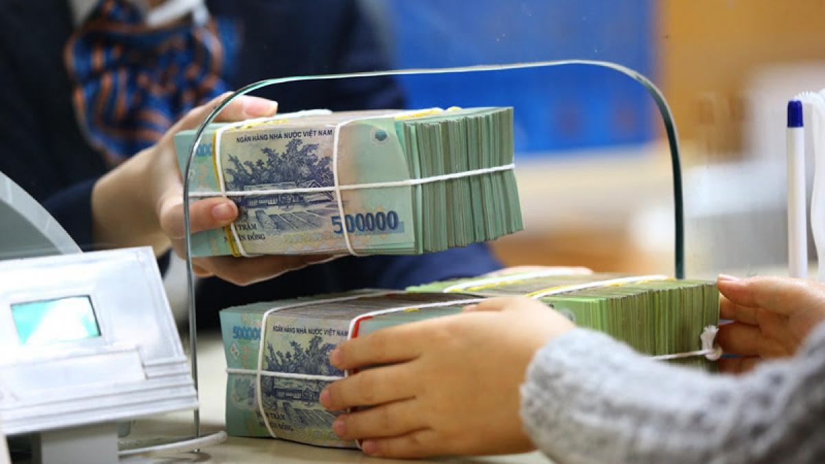 Theo các chuyên gia, người gửi tiết kiệm sẽ được bảo vệ tốt nhất nếu cả hai bên (ngân hàng và khách hàng) đều tuân thủ các quy trình, qui định về gửi tiền tiết kiệm và tiền gửi có kỳ hạn. (Ảnh minh họa: KT)