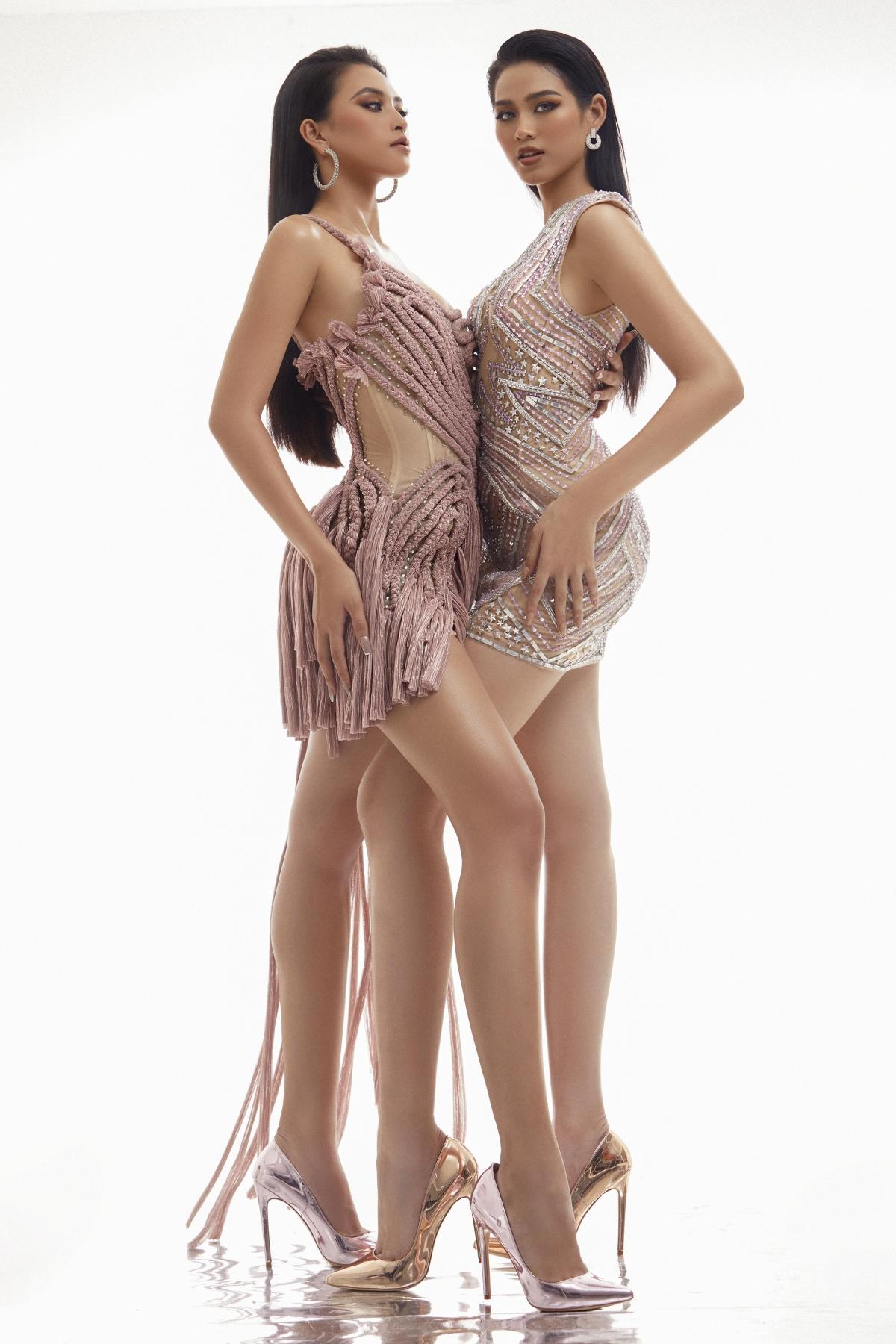 Được làm từ kĩ thuật cắt vải dệt nhũ tết lại với nhau, kết hợp cùng màu tím lilac chiếc váy đã tạo nên những đường họa tiết độc đáo, phù hợp với những cô nàng có làn da bánh mật như Tiểu Vy.