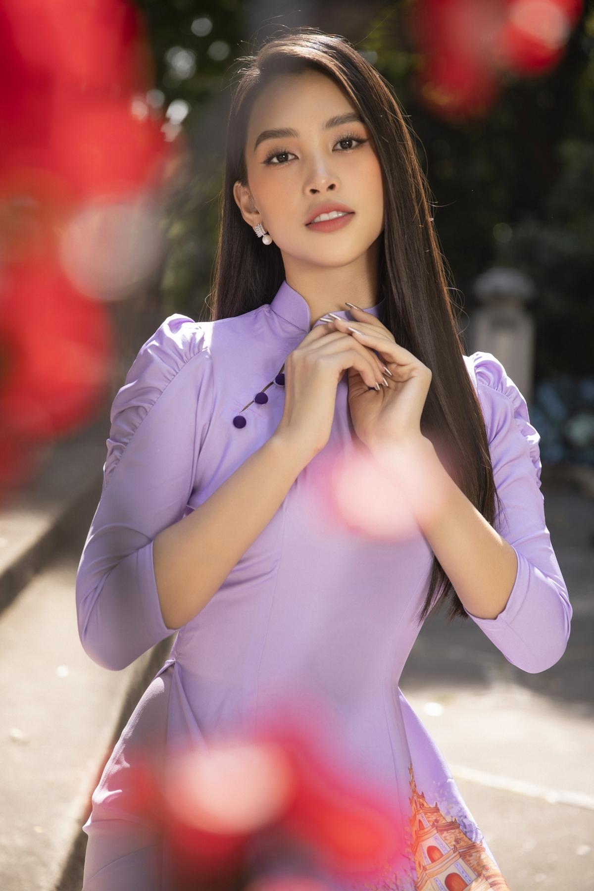 Sở hữu những đường nét thanh tú, khi khoác lên mình bộ trang phục truyền thống lại càng tôn lên vẻ đẹp của một người phụ nữ Việt Nam.