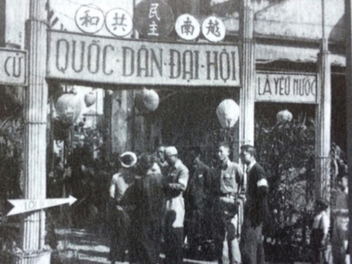Chuẩn bị bầu cử Quốc hội khóa I tại ngõ Phất Lộc (Hà Nội) năm 1946. (Ảnh tư liệu)