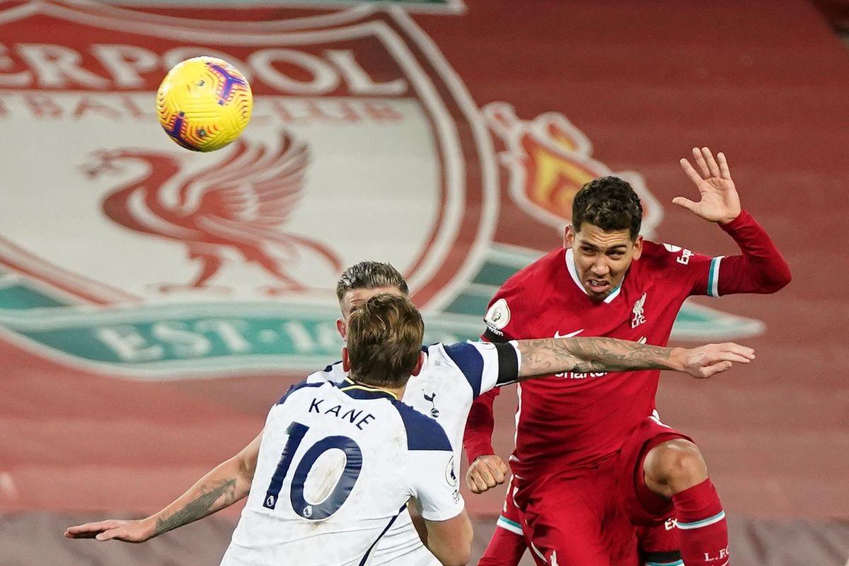 Cú đánh đầu của Firmino giúp Liverpool thắng Tottenham 2-1 ở lượt đi. (Ảnh: Getty)