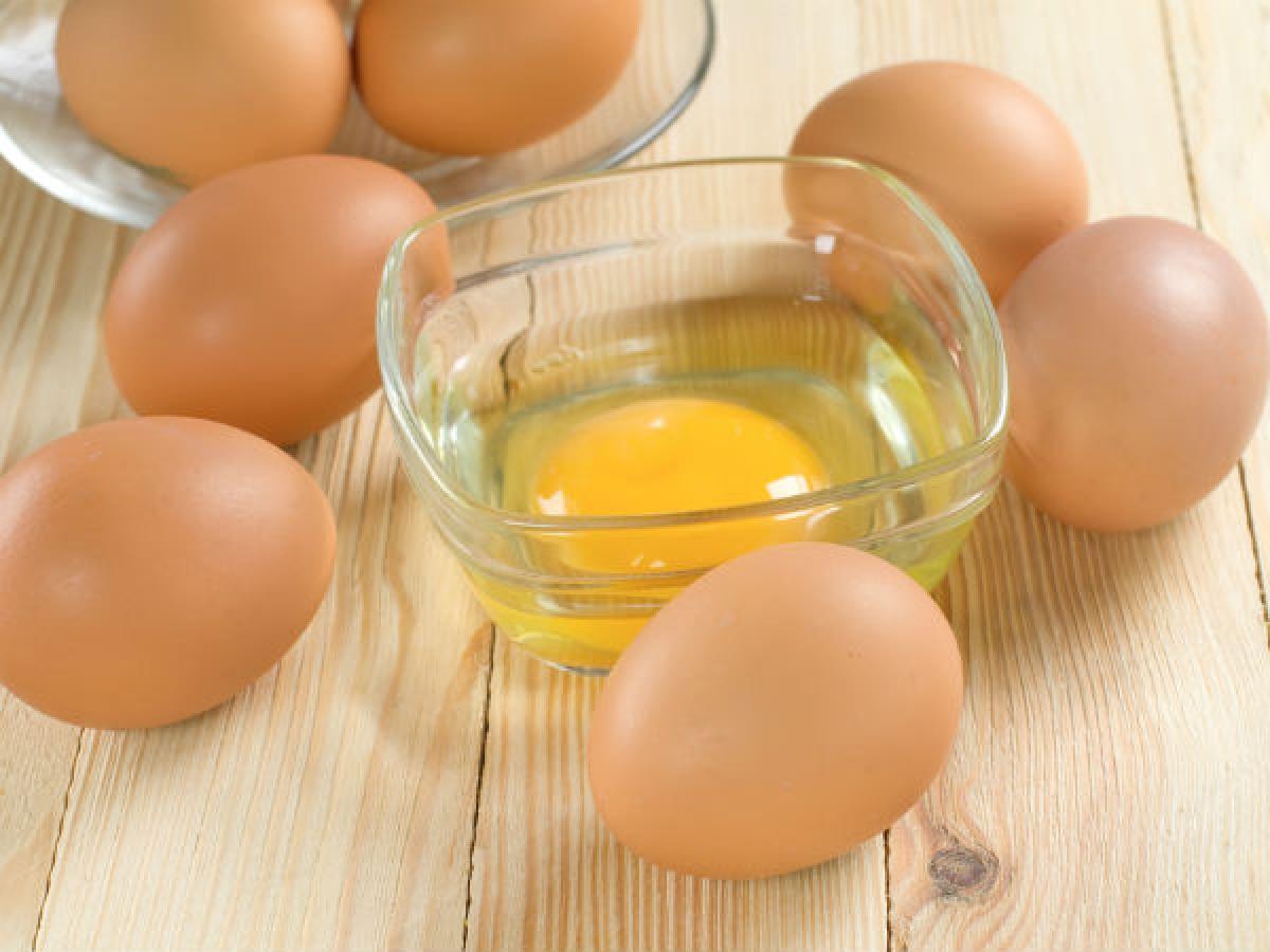 Trứng: Trứng nấu chín là một môi trường sinh sôi hoàn hảo cho các loại vi sinh vật. Do đó, bạn nên ăn trứng ngay sau khi nấu, tránh để bên ngoài quá lâu./.