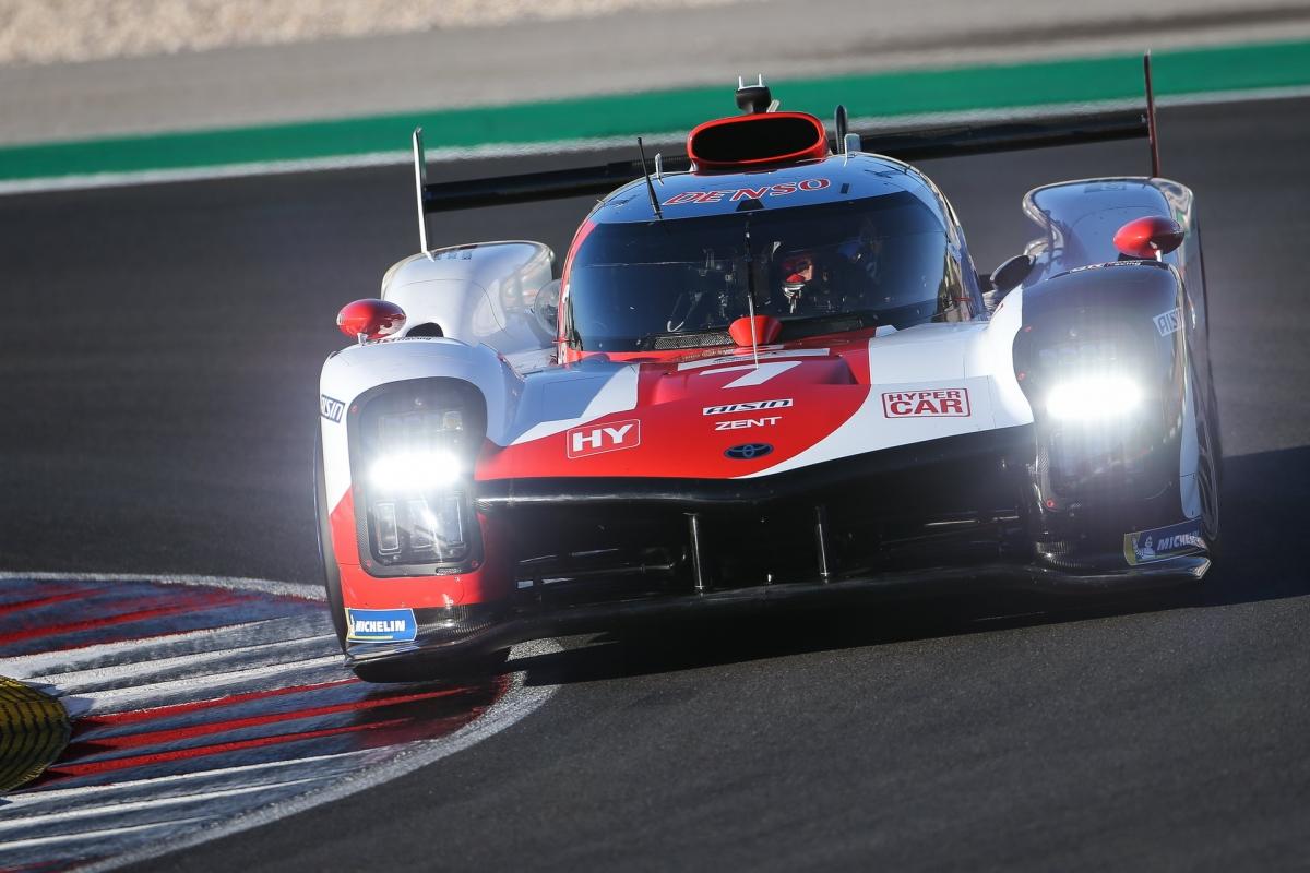 """""""Về mặt hệ thống truyền động, nó có một nguyên tắc và cho ra biểu đồ công suất gần nhưu tương tự nhưng nó só thể được tùy biến một cách tự do"""" - trưởng bộ phận khung gầm của Toyota Gazoo Racing Europe Enguneering, ông John Litjens cho biết."""