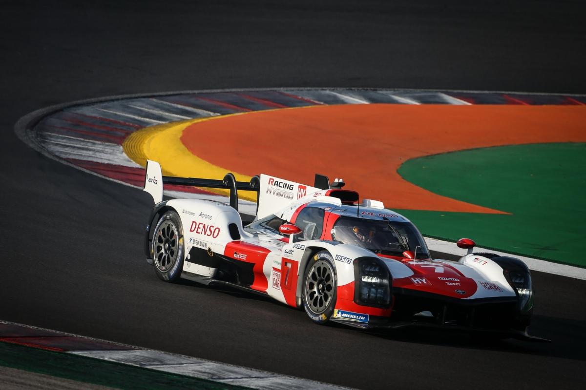Theo như công bố của Toyota, GR010 Hybrid chậm hơn TS050 khoảng 10 giây tại Circuit de la Sarthe.