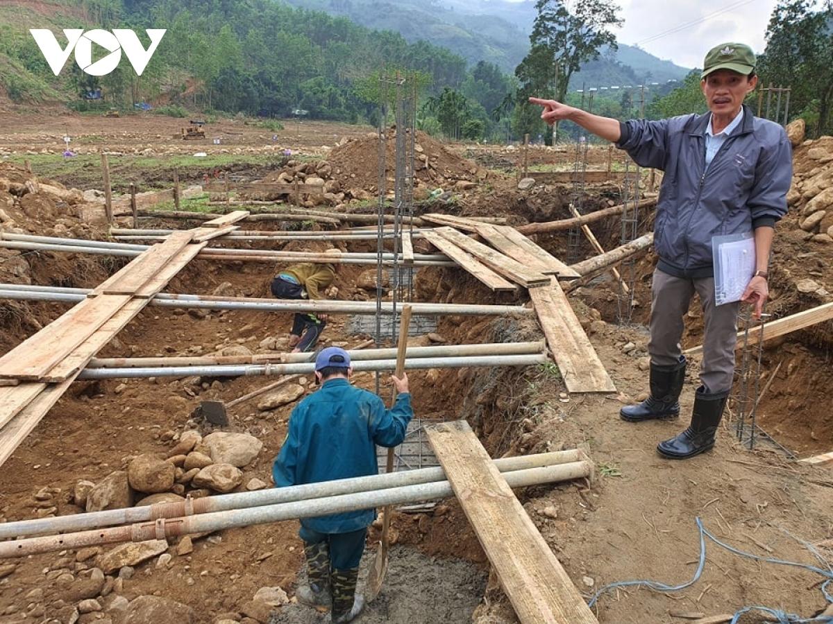 Những móng nhà đầu tiên được xây dựng ở khu tái định cư cho người dân vùng sạt lở Trà Leng.