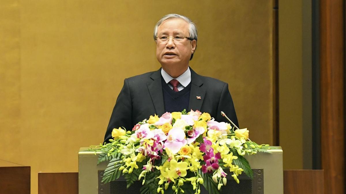 Thường trực Ban Bí thư Trần Quốc Vượng thay mặt Bộ Chính trị trình bày Chỉ thị