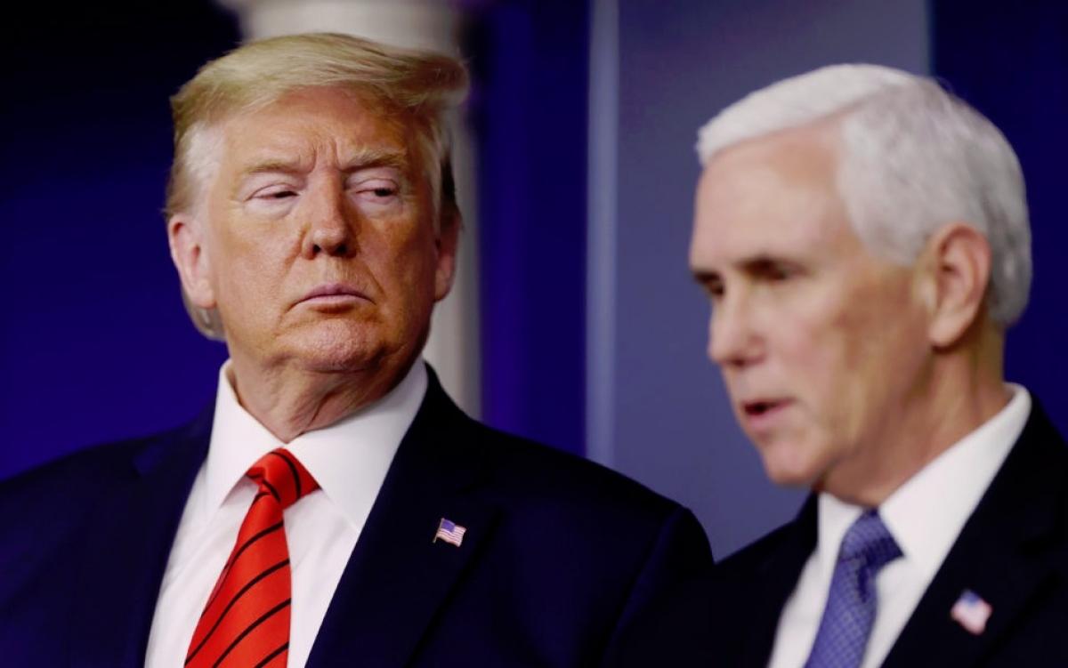 Ông Trump (trái) và ông Pence. Ảnh: PBS.