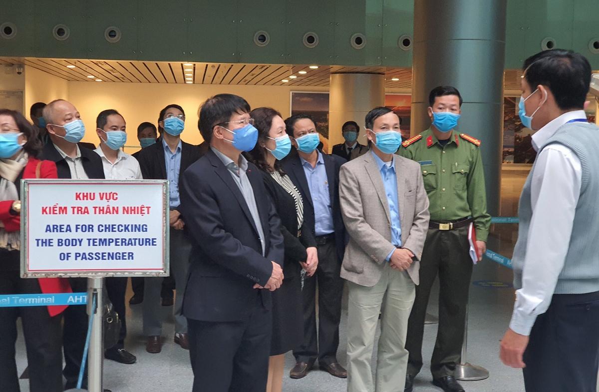 Trung tâm Kiểm dịch y tế quốc tế sân bay báo cáo với đoàn quy trình làm việc khi có công dân nhập cảnh tại Sân bay quốc tế Đà Nẵng