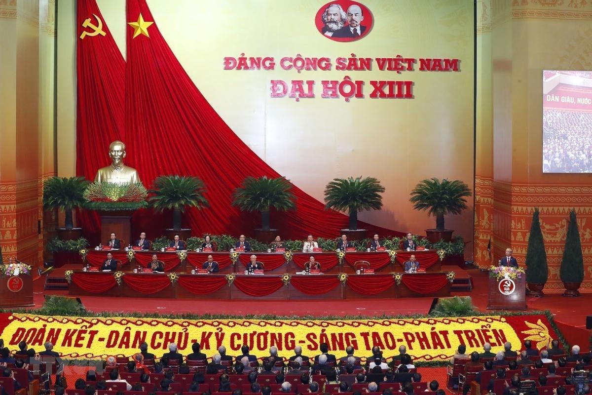 Đoàn Chủ tịch điều hành Đại hội gồm 17 thành viên. Trong đó có 16 Ủy viên Bộ Chính trị và Chủ tịch Mặt trận Tổ quốc Việt Nam Trần Thanh Mẫn.(Ảnh: TTXVN)