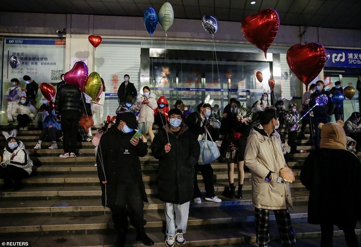 Cảnh tượng đón năm mới 2021 ở Vũ Hán – thành phố từng là tâm dịch Covid-19 của thế giới - Ảnh 10.