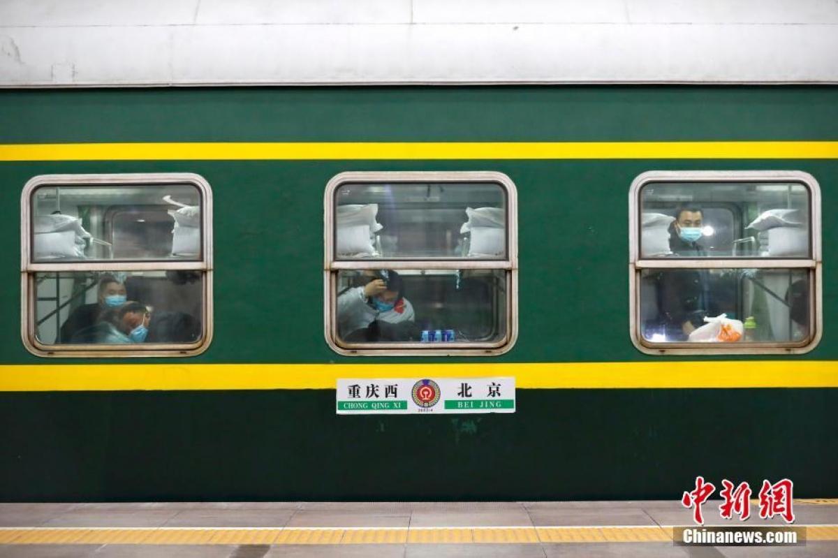 Chuyến tàu số hiệu 3603 khởi hành từ Bắc Kinh đến Trùng Khánh, xuất phát vào lúc 0h48 phút ngày 28/1.