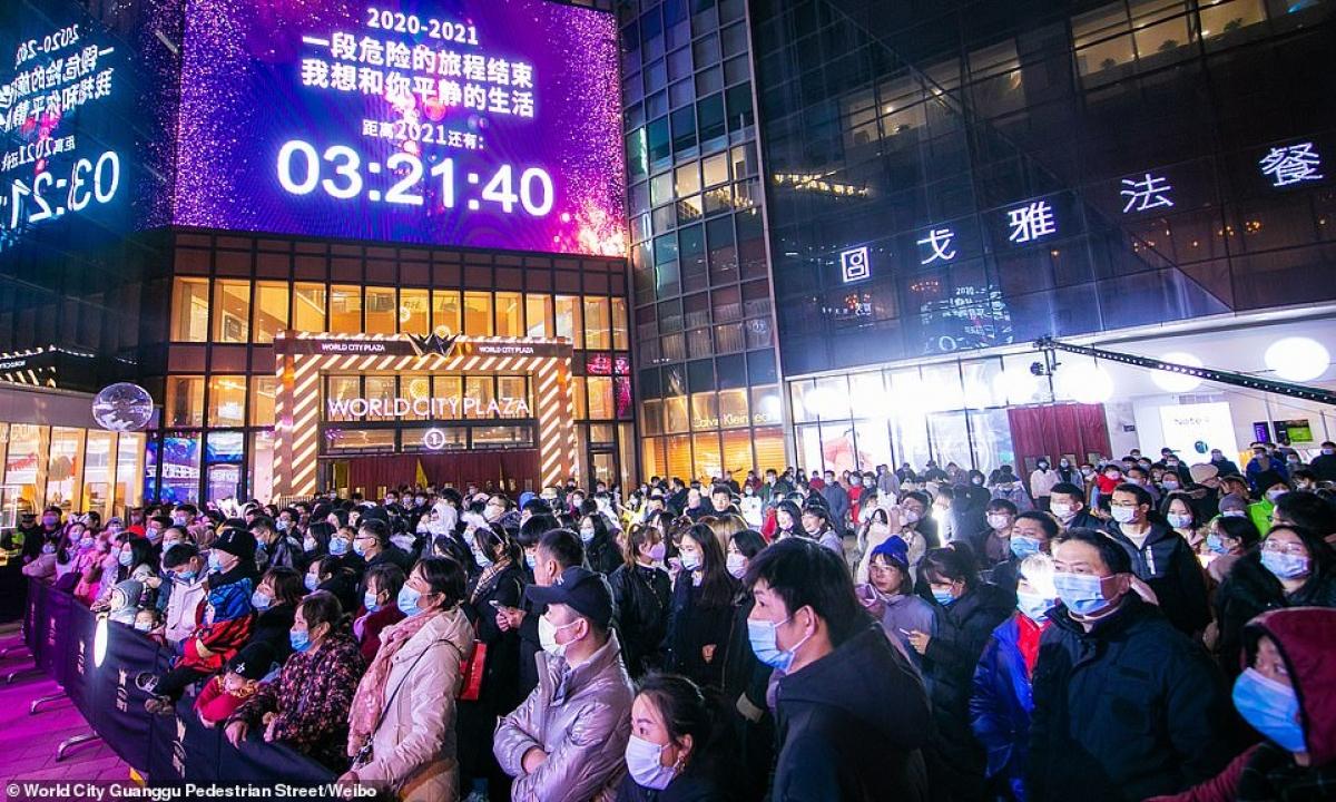 Cảnh tượng đón năm mới 2021 ở Vũ Hán – thành phố từng là tâm dịch Covid-19 của thế giới - Ảnh 7.