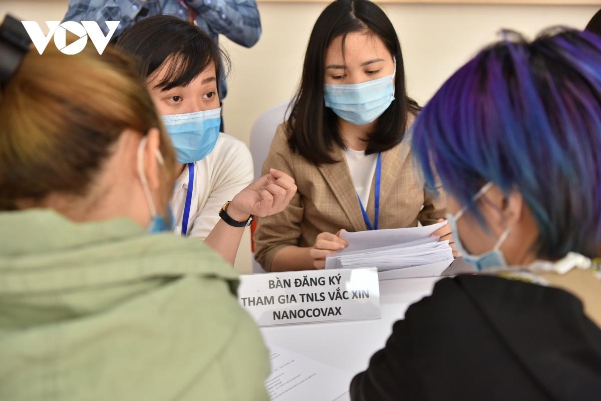 Tình nguyện viên đăng ký tham gia thử nghiệm lâm sàng vaccine COVID-19 Việt Nam.