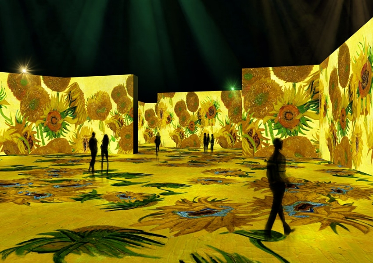 Triển lãm đa giác quan các tác phẩm của danh họa Vincent Van Gogh sẽ được ra mắt lần đầu tiên tại Mỹ, trong năm 2021. Hệ thống trình chiếu kỹ thuật số giúp 3.000 hình ảnh trở nên sống động, chiếu sáng những nét vẽ đầy màu sắc của Vincent Van Gogh trên phông nền khổ lớn. Âm nhạc và hương thơm cũng bao trùm khán phòng, giúp du khách cảm nhận hoa hướng dương theo đúng nghĩa đen.